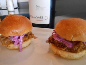 Pulled Pork Sliders and Quinta de Saes